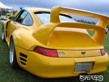 汽车尾翼,汽车尾翼可以产生汽车对地面的附着力,从而提高行驶高清图片